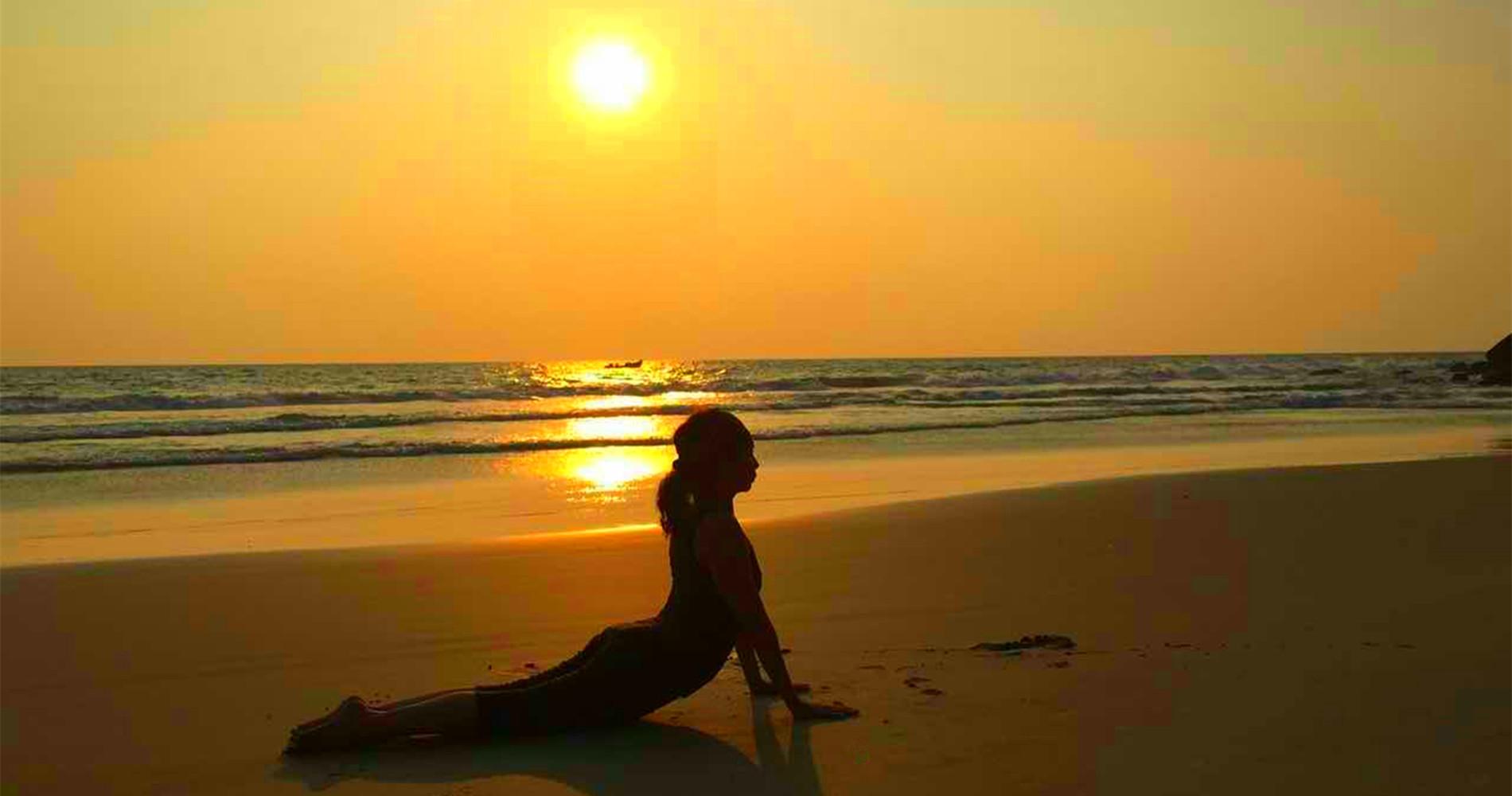 Living Yoga Madam Khoo India Scene Yoga Pose 02 r4